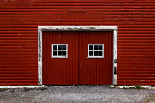 Farmhouse Garage Style Doors that look like a barm door